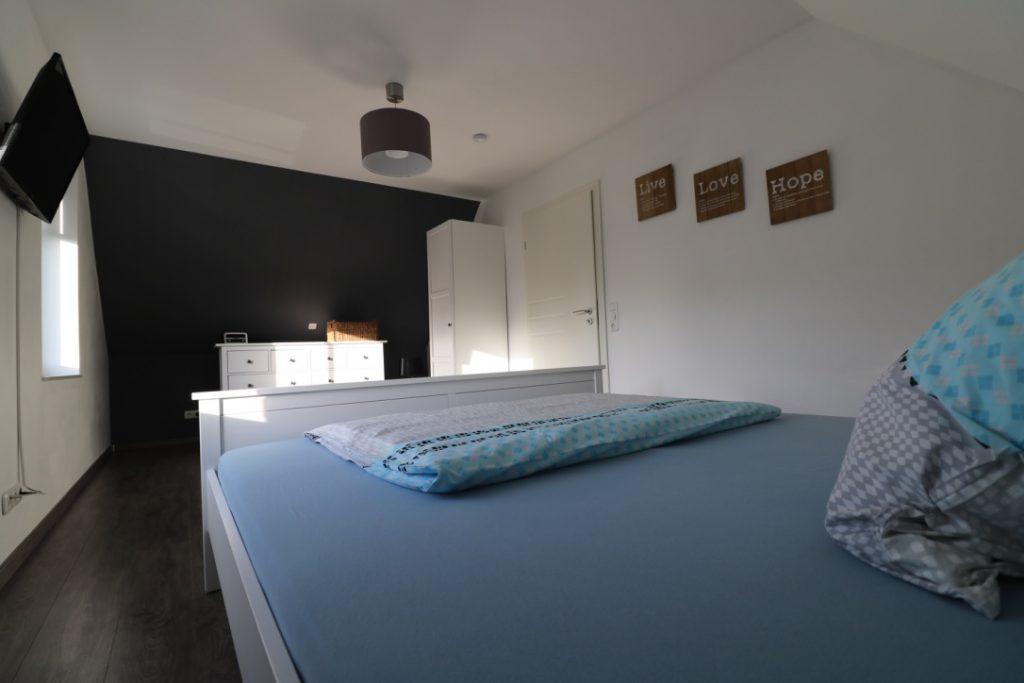 2. Schlafzimmer im OG mit Doppelbett